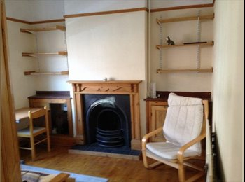 EasyRoommate UK - Large Double room in City Centre for Students or professional person. - Preston, Preston - £320