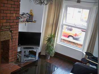 EasyRoommate UK - 1 double room in a large friendly shared house - Armley, Leeds - £295