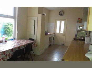 EasyRoommate UK - Room(s) to rent (girls only) - Knighton, Leicester - £290