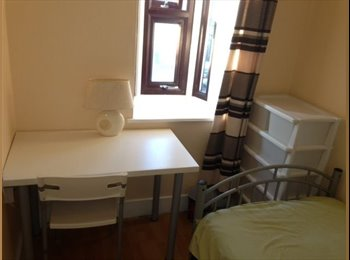 Single room available in Upton Park