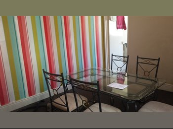 **NO FEES**1 ROOM IN VERY LARGE STUDENT HOUSE