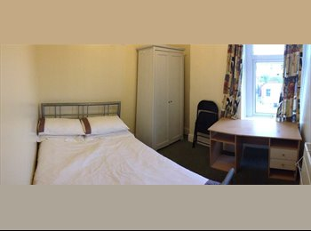 EasyRoommate UK - Large comfortable double room in a sociable house - Cathays, Cardiff - £375