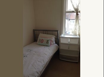 EasyRoommate UK - Large room with free TV and SKY Package - Harrow, London - £425