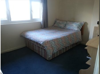 EasyRoommate UK - DOUBLE ROOM DUDLEY NO BILLS FREE WiFi NO FEES - Upper Gornal, Dudley - £300