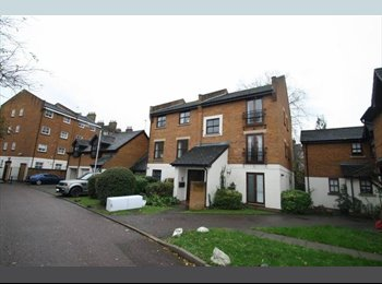 Spacious double room in lovely 2 bed Flat. All inc