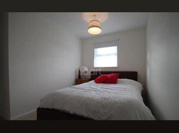 EasyRoommate UK - Double Room in big house for rent. - Basildon, Basildon - £425