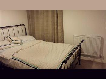 EasyRoommate UK - Double ensuite room available mon-fri - Tadley, Basingstoke and Deane - £450