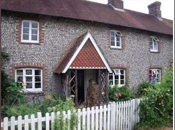 EasyRoommate UK - Double Bedroom in Quirky Flinstone Cottage - Chichester, Chichester - £476