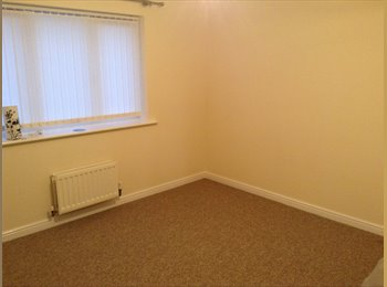 EasyRoommate UK - Top floor of 3 storey house available - Great Oakley, East Northamptonshire and Corby - £400