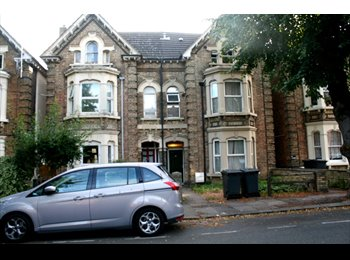 EasyRoommate UK - DOUBLE ROOM CLOSE TO TOWN CENTRE  & train station - Bedford, Bedford - £360