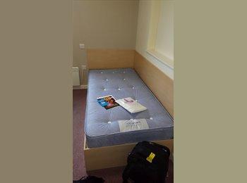 EasyRoommate UK - STUNNING ONE BEDROOM STUDIO APARTMENT. - Kingston upon Thames, London - £888