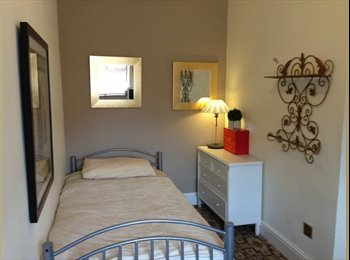EasyRoommate UK - Single room - 3 Min walk from Woodford Station - Woodford, London - £455