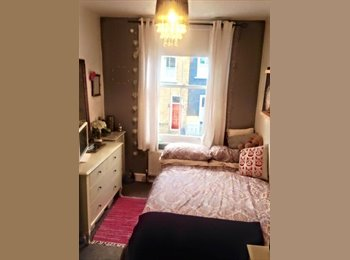 2 rooms free in 4 bed Camden house £725 pcm