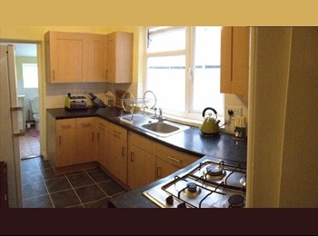 EasyRoommate UK - Large room available mid-April RG1 3PR - Reading, Reading - £520