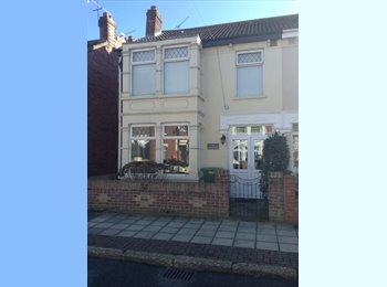EasyRoommate UK - Large furnished double bedroom with lounge - Fratton, Portsmouth - £500
