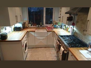EasyRoommate UK - Large Single Room in a Newly Refurbished House - Cheltenham, Cheltenham - £350
