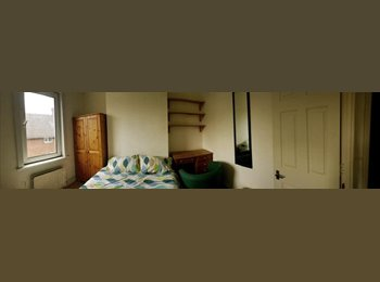 EasyRoommate UK - LARGE DOUBLE BEDROOM IN IDEAL LOCATION - Brighton, Brighton and Hove - £450