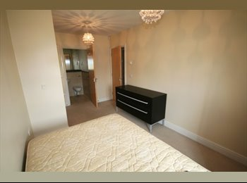 EasyRoommate UK - A cozy MASTER bedroom with individual bathroom - Kingston upon Thames, London - £525