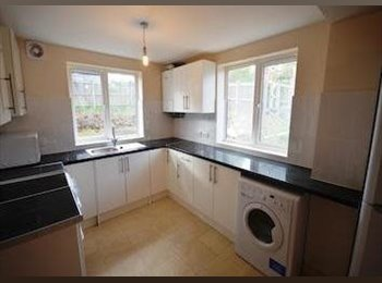 Double Room Available in 6 Bedroom Student House