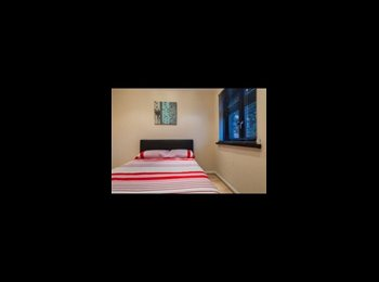 EasyRoommate UK - Trendy & Cosy Double Room + Parking - Becontree, London - £700