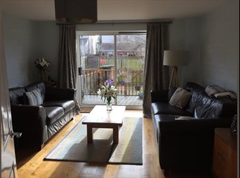 EasyRoommate UK - Large double with ensuite in 2 bed house close to town - Cheltenham, Cheltenham - £625
