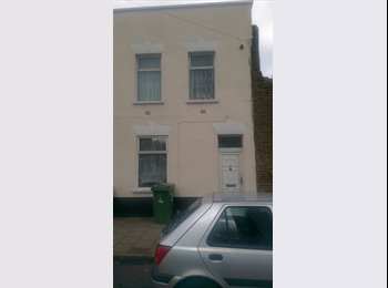 3 Double Rooms to rent in shared house