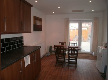 EasyRoommate UK - Spacious Double Ensuite in Period Townhouse - Downend, Bristol - £650