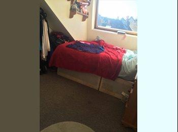 Light Bright Double Bedroom in between Earlsfied