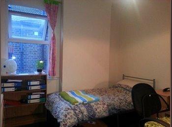 EasyRoommate UK - Spacious Double Bedroom Opposite NORBURY Station - Streatham, London - £470