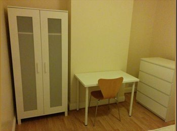 EasyRoommate UK - Large Double Room in 3 Bed House,Fratton £360 - Fratton, Portsmouth - £360