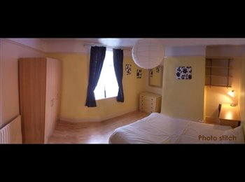 EasyRoommate UK - Loveley Large Bedroom for female flatmate. £65 inc - Nottingham, Nottingham - £280
