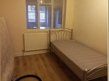 EasyRoommate UK - a large single room in a prestigious house - Brent, London - £500