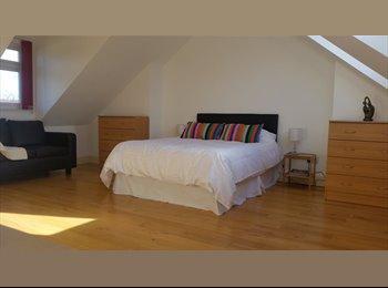 EasyRoommate UK - Large ensuite double aspect room in Streatham Hill - Streatham, London - £800