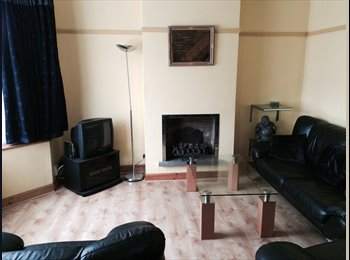 EasyRoommate UK - Modern Double Bedroom Available - Hounslow, London - £350