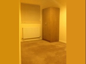 EasyRoommate UK - double bedroom in nice family home - Peterborough, Peterborough - £300