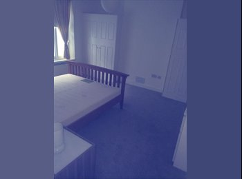 EasyRoommate UK - Looking for girl to join our friendly appartment - Earls Court, London - £600