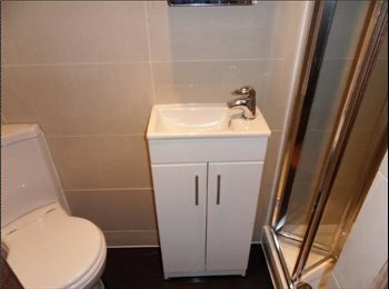 EasyRoommate UK - Two double bedrooms available in garden flat - Finsbury Park, London - £650