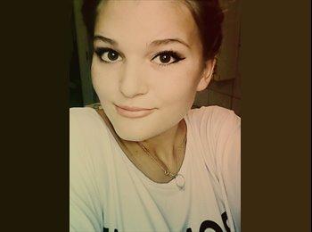 Alecsandra - 18 - Student