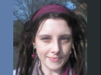 Emily - 25 - Professional