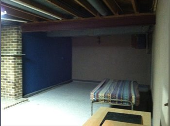 Spacioous room for rent 1 to 2  persons or a coupl