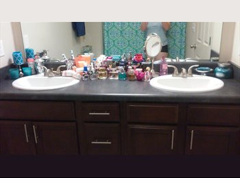 19 female student needs female or gay male roomie