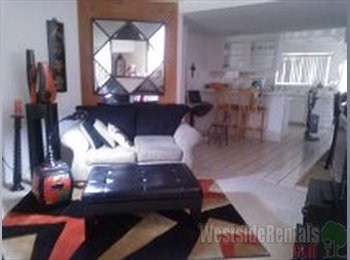 EasyRoommate US - Gorgeous Townhouse 1 mile from Venice Beach - Venice, Los Angeles - $1400