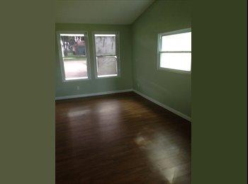 Large room with private entrance in Riverview