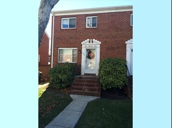 Del Ray shared townhouse room for rent 12 min. wal