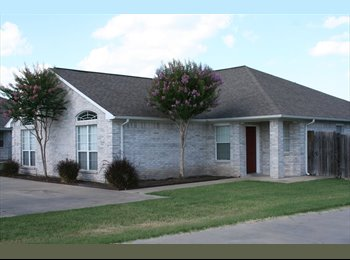 EasyRoommate US - Excellent private room and bath in 3/3 duplex - Bryan, Bryan - $350