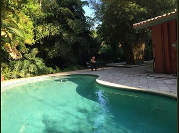 2 Large Double Rooms in Beautiful Tropical Home