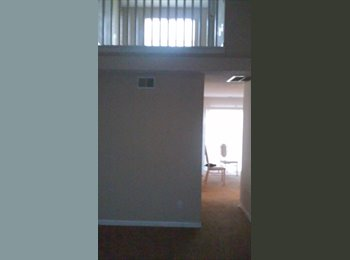 room for rent in three room townhouse
