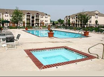 EasyRoommate US - 1BR w/ private bath in 2BR apartment - Lawrence, Lawrence - $403