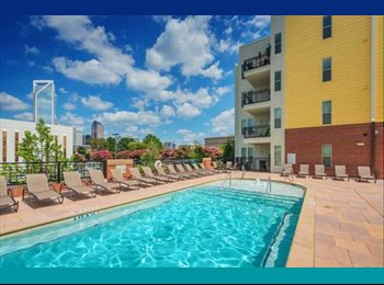 EasyRoommate US - luxury uptown complex/ pool/ gym +parking included - Central Charlotte, Charlotte Area - $950