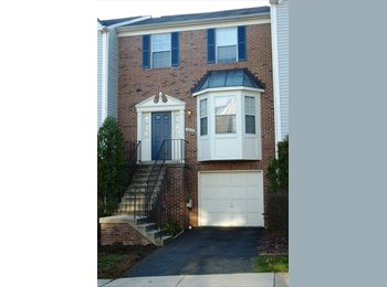 Bright 3BR, 3.5 BA Townhouse with Garage
